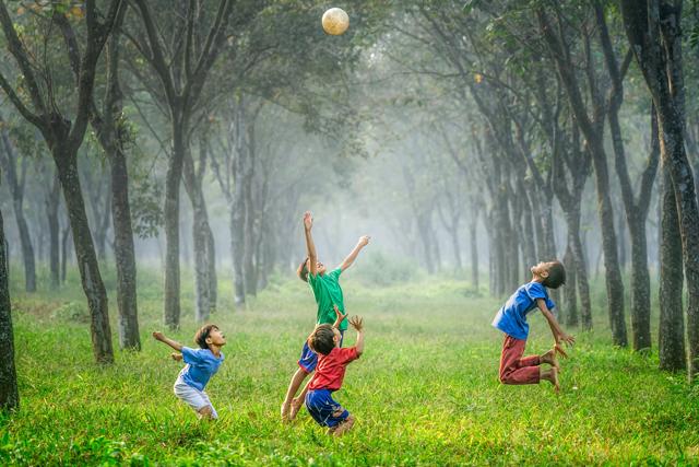 6-Ways-to-Raise-Emotionally-Intelligent-Children-hindi