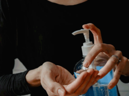 Why-hand-sanitizer-with-moisturizer-is-the-best